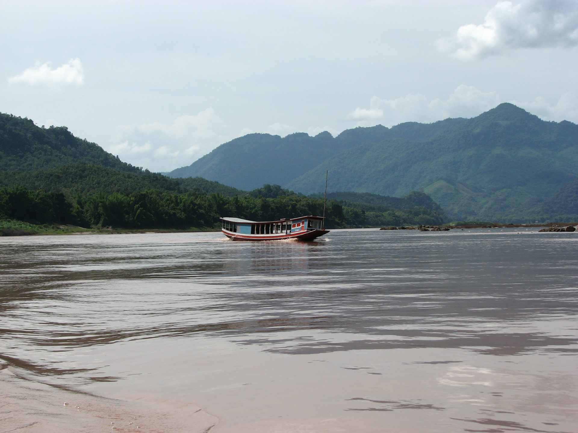 Boat cruise on Nam Ngum